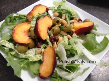 arugula with olives and peach (1)